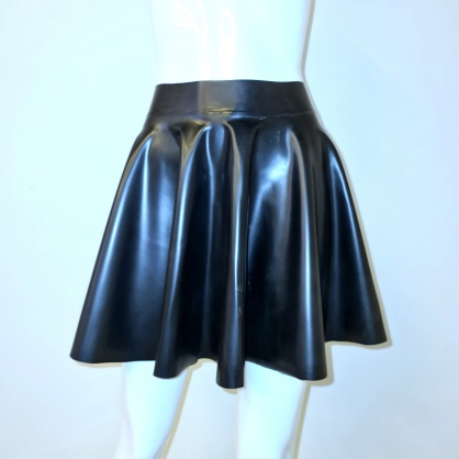 Latexová kolová dámská sukně - černá