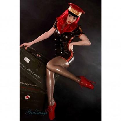 Latexové luxusní šaty pro letušku s kontrastními pruhy