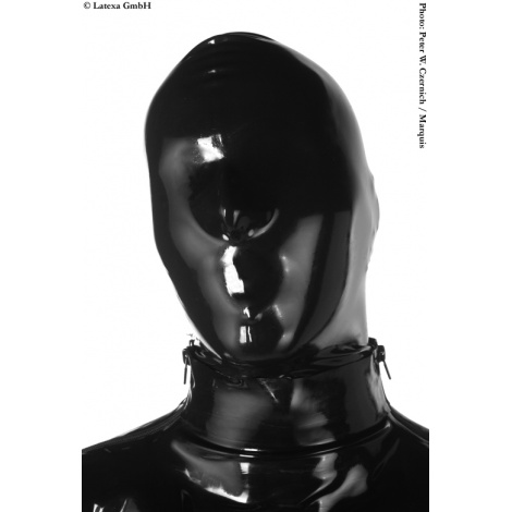 Latexová maska s malými dýchacími otvory v nose