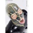Latexová dýchací maska s malým otvorem v ústech