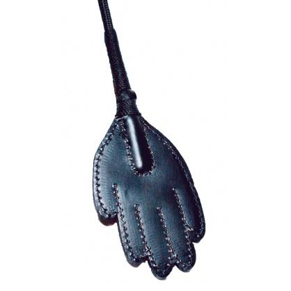 Kožený bičík ve tvaru ruky, s očkem pro pověšení